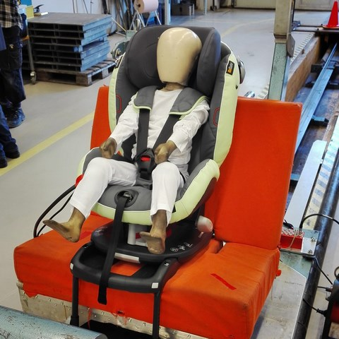 Preview Besafe Plus Test Vorwaertsgerichteter Sitz Mit Dummy